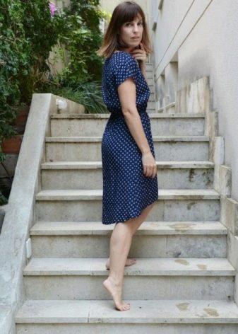 Приталенное платье из штапеля