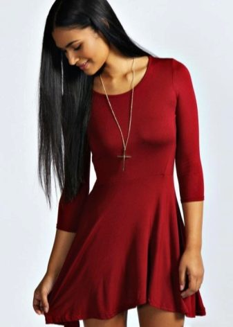 Летнее платье из вискозы винного цвета