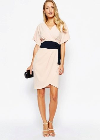 Клатч к розовому платью кимоно