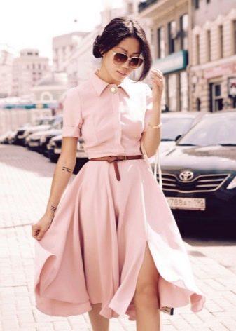 Бледно-розовое вечернее платье-рубашка