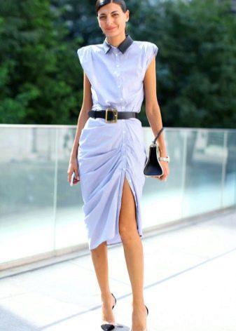 Бледно-голубое платье-рубашка для вечера