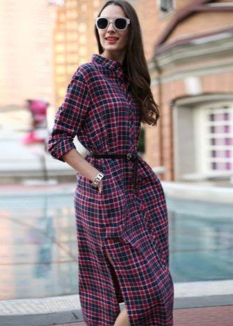 Средней длины Платье-рубашка в клетку с разрезами по бокам
