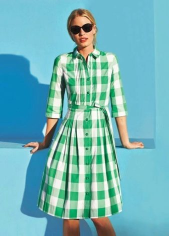Зеленое платье-рубашка