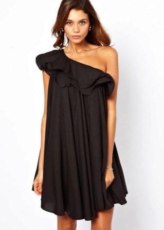 Черное трапецивидное платье с одним рукавом крылышком