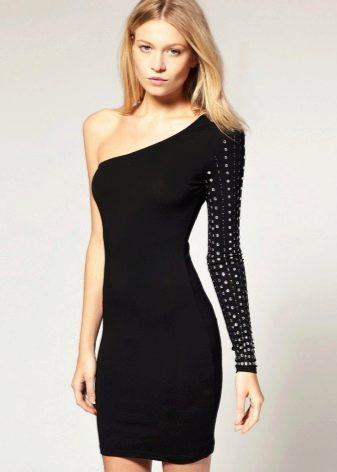 Короткое платье с одним перфарированным рукавом