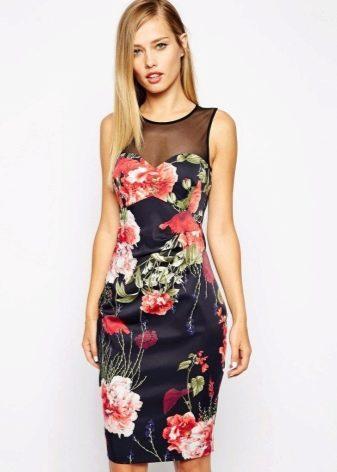 Платье-футляр без рукавов с розами