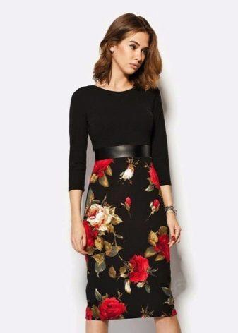 Платье с розами на юбке