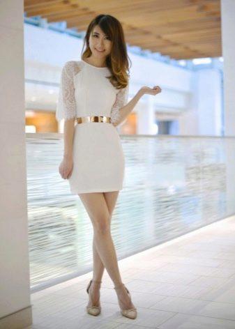 Короткое платье с рукавом реглан и аксессуары к нему