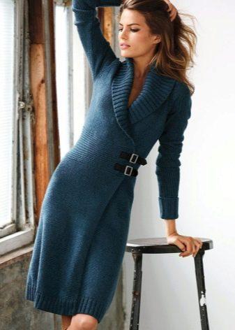 Теплое платье с запахом на холодный период