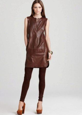 Кожаное платье-шифт с леггинсами