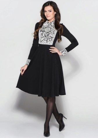 Черное платье Татьянка с белыми кружевными манжетами и белой кружевной грудкой
