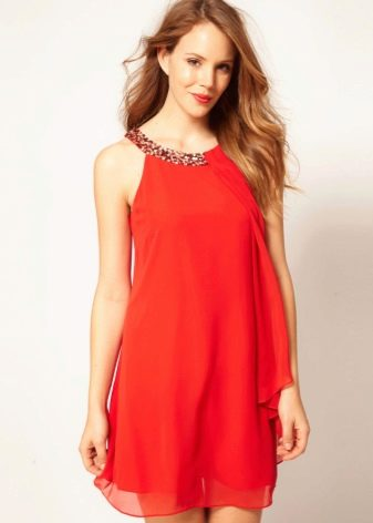 Красное платье-трапеция с американской проймой