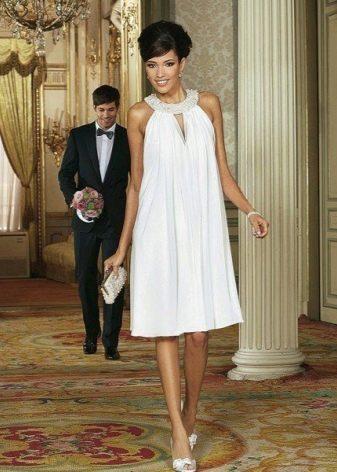 Белое платье-трапеция с американской проймой
