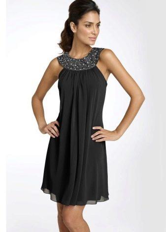 Вечернее черное платье трапеция