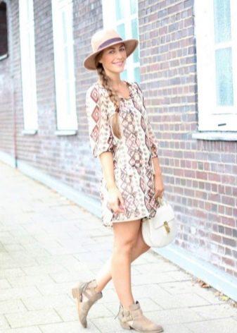 Платье-туника с сандалиями