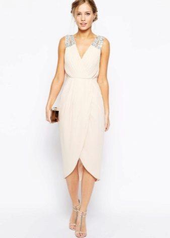 Бежевое платье тюльпан длины миди