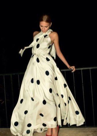 Белое длинное вечернее платье в редкий черный крупный горох