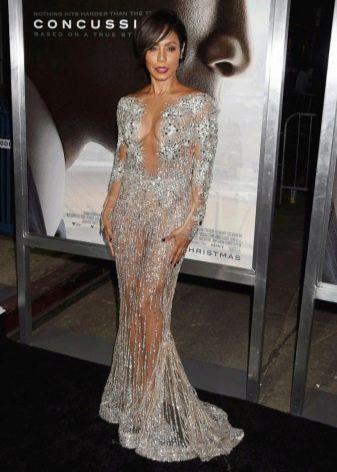 Длинное прозрачное платье из кружева с длинным рукавом