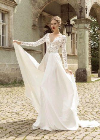 Свадебное платье с длинным кружевным рукавом
