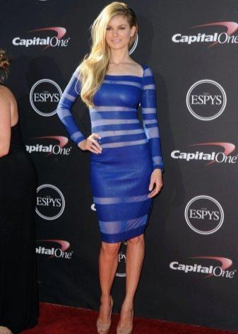Нарядное синее средней длины платье с длинным рукавом