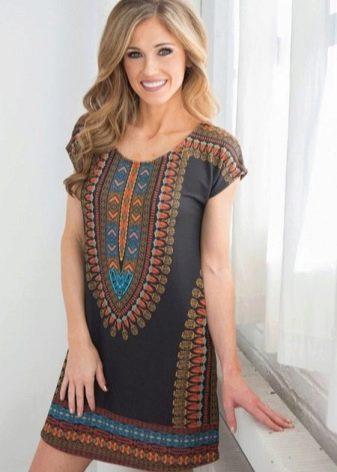 Платье с этническим рисунком на груди