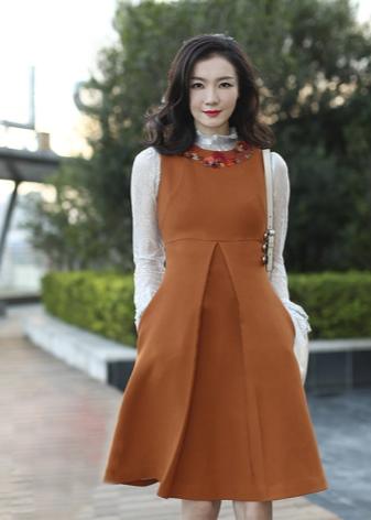 Платье с завышенной талией на осень