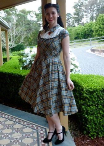 Зеленое платье в шотландскую клетку