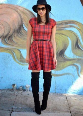 Платье в красную клетку тартан