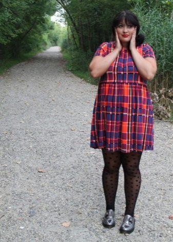 Платье с завышенной талией в клетку для полных женщин