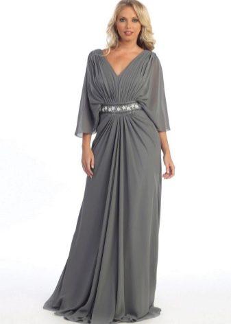 Серое платье в пол для полных с V-образным вырезом и длинными рукавами