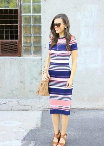 Платье в горизонтальную полоску
