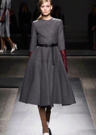 Платье в стиле нью лук с рукавом три четверти