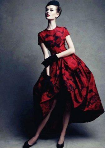 Красное платье в стиле нью лук
