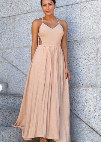 Длинное персиковое плиссированное платье
