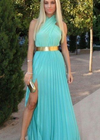 Длинное плиссированное платье бирюзового цвета