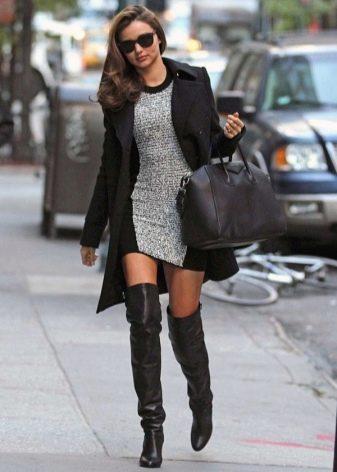 Черно-серое повседневное теплое платье на зимний период