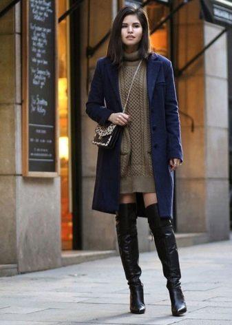 Повседневное теплое платье-свитер