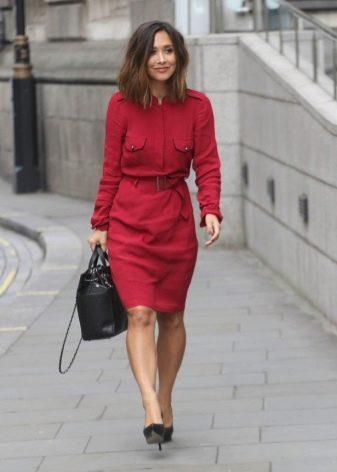 Повседневное платье-ребашка винного цвета