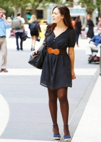 Повседневное платье с широким поясом
