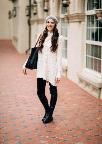Короткое белое повседневное платье-свитер
