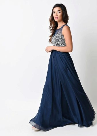 Длинное расклешенное платье
