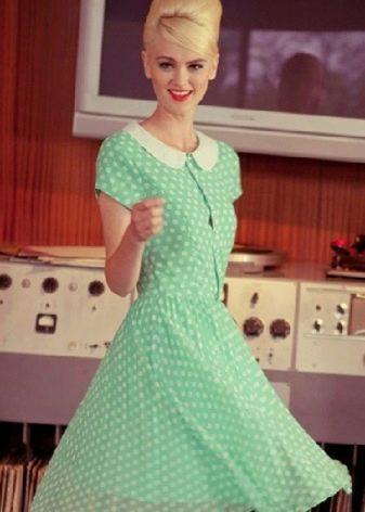Расклешенное платье в ретро стиле