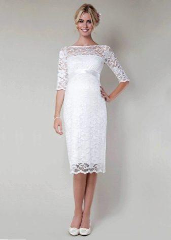 Средней длины свадебное платье футляр для беременных