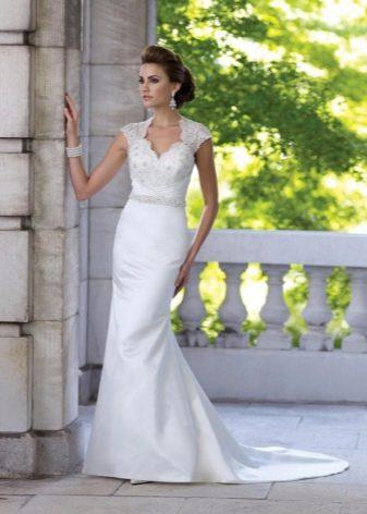 Свадебное платье футляр с кружевным топом