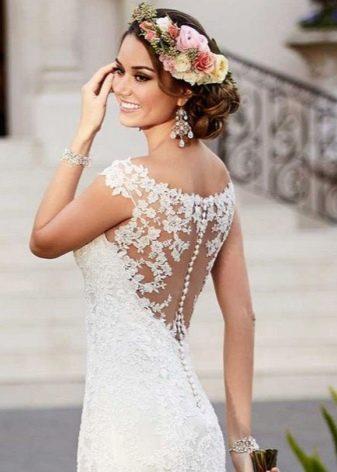 Украшения из камней к свадебному платью-футляр