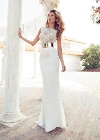 Длинное свадебное платье футляр с золотым поясом