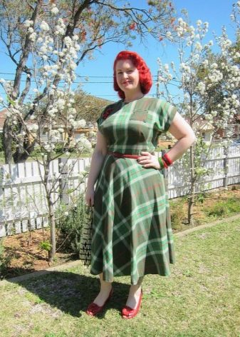 Платье в диагональную шотландскую клетку