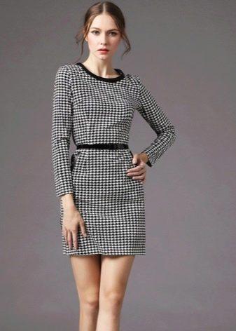 Платье-футляр с принтом гусиные лапки
