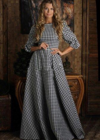 Длинное в пол платье гусиные лапки с пышной юбкой