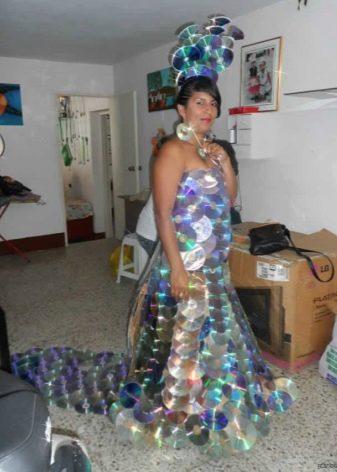 Платье из аудиодисков